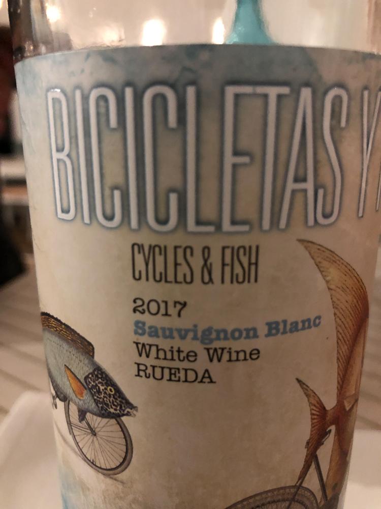 Accompanying wine - Bicicletas y Peces